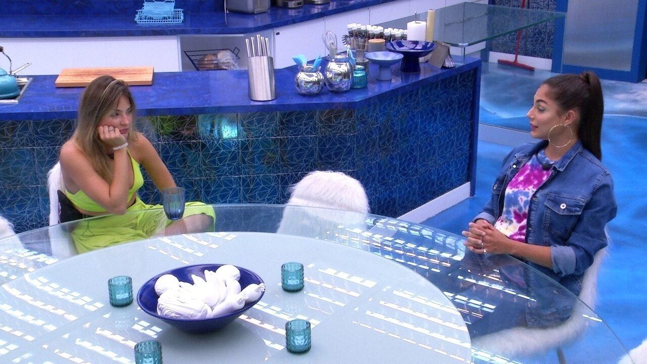 Mari tenta acalmar Gabi: 'A gente vai ter que ir ao Paredão alguma hora'