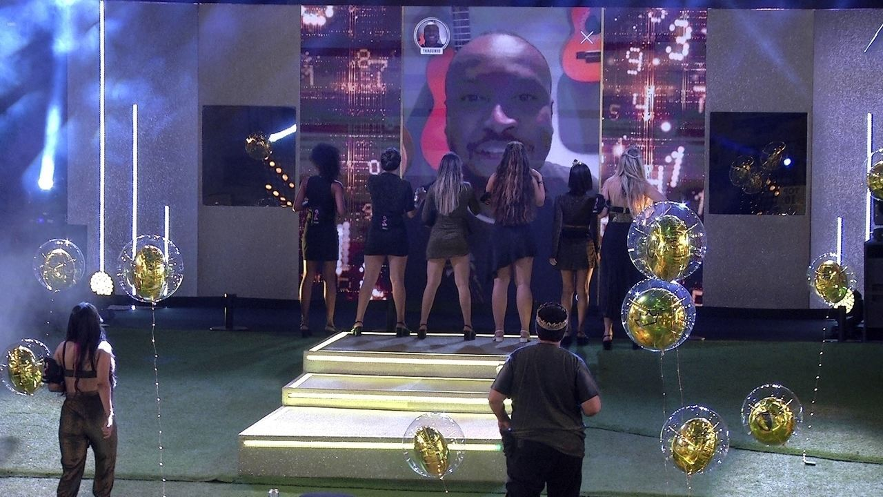 Thiaguinho agita a Festa Top 10 do BBB20 com show no telão