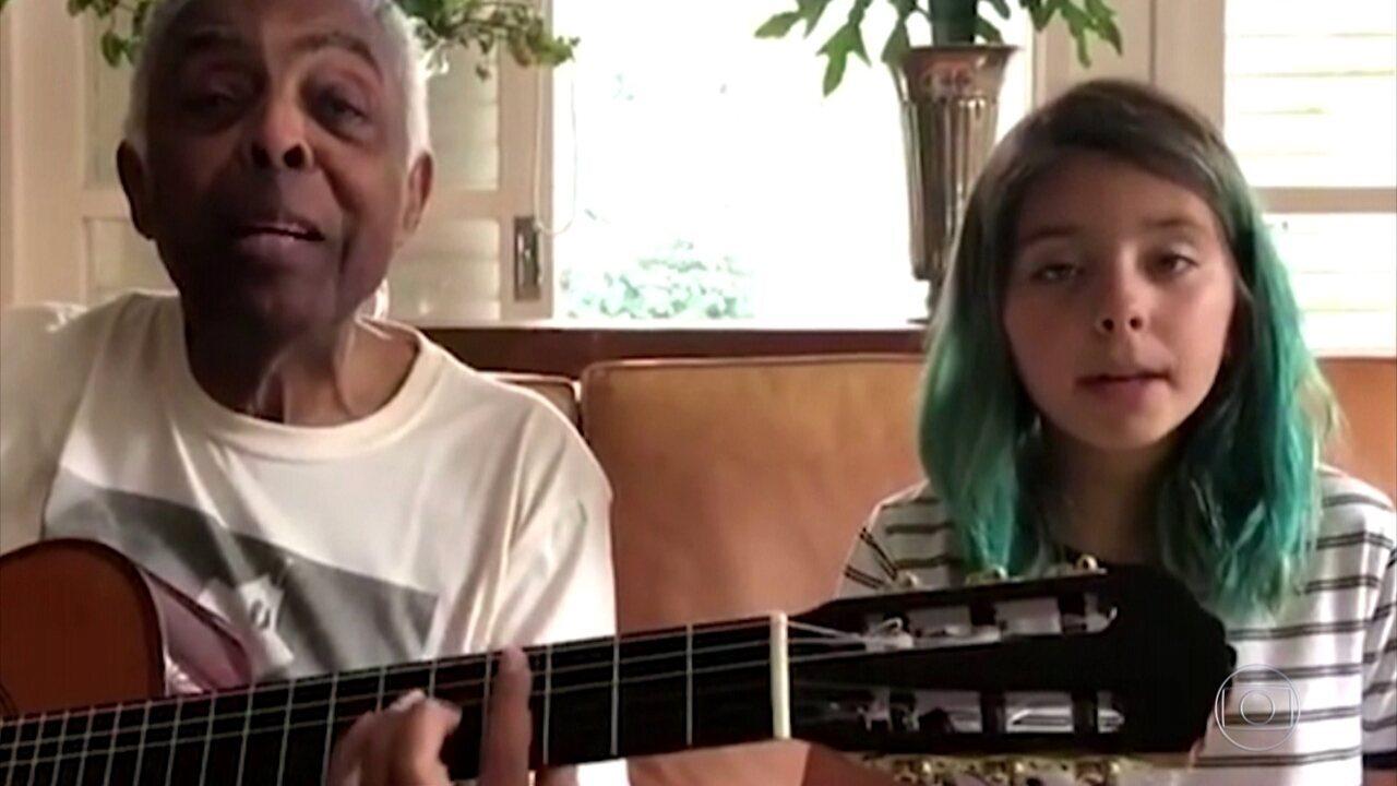 Gilberto Gil canta música em homenagem à Itália com a neta, Flor