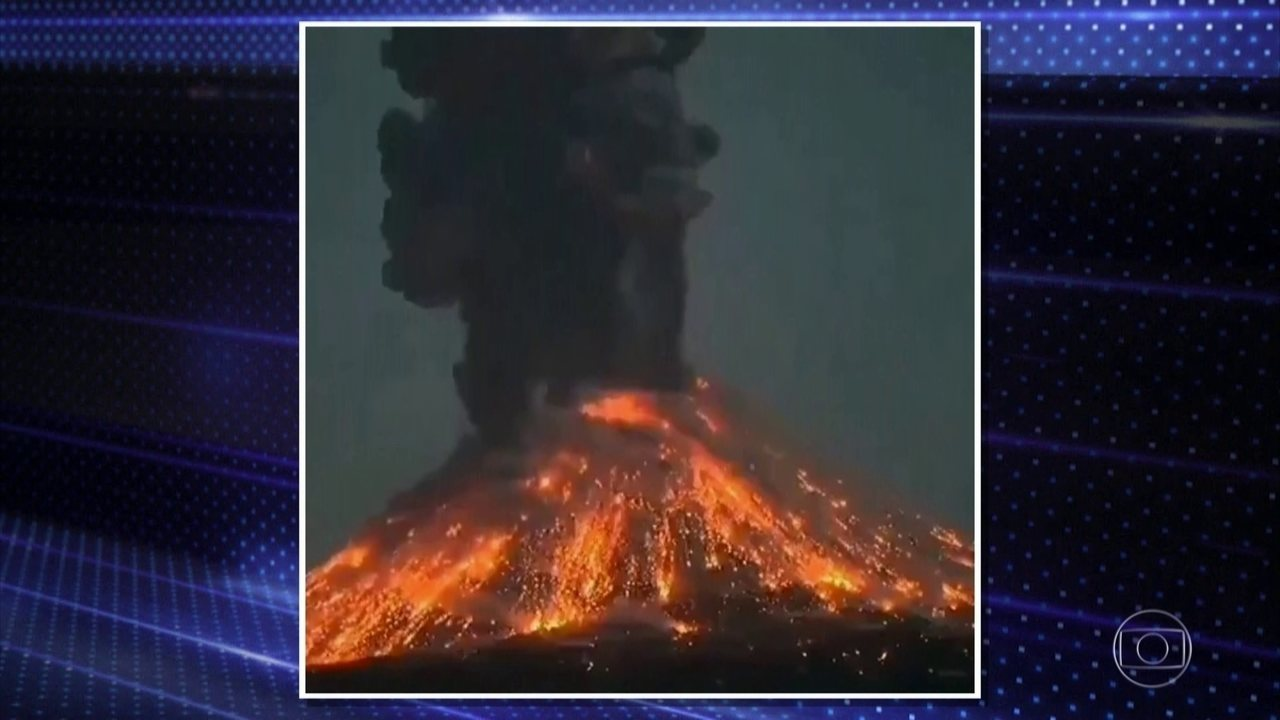 Vulcão na Indonésia sofre explosão seguida de erupção de lava