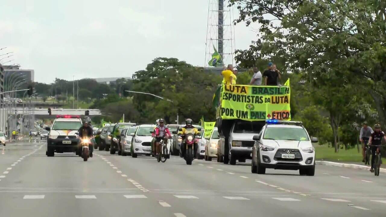 Niterói tem carreata pro-Bolsonaro e protestos contra o presidente