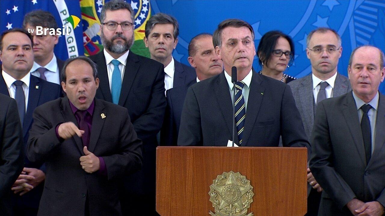 Bolsonaro comenta decisão de Moro: 'uma coisa é você admirar uma pessoa, outra é conviver'