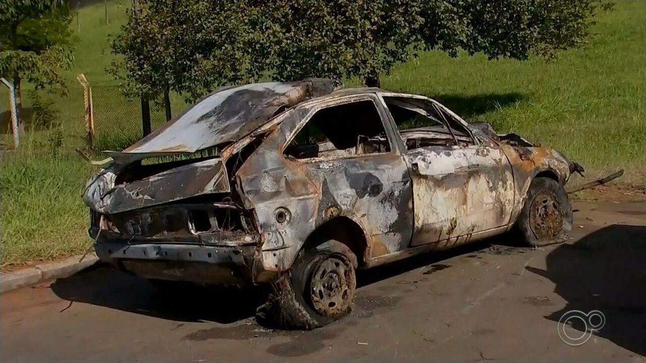 Homem morre carbonizado após capotar carro em rodovia de Tietê
