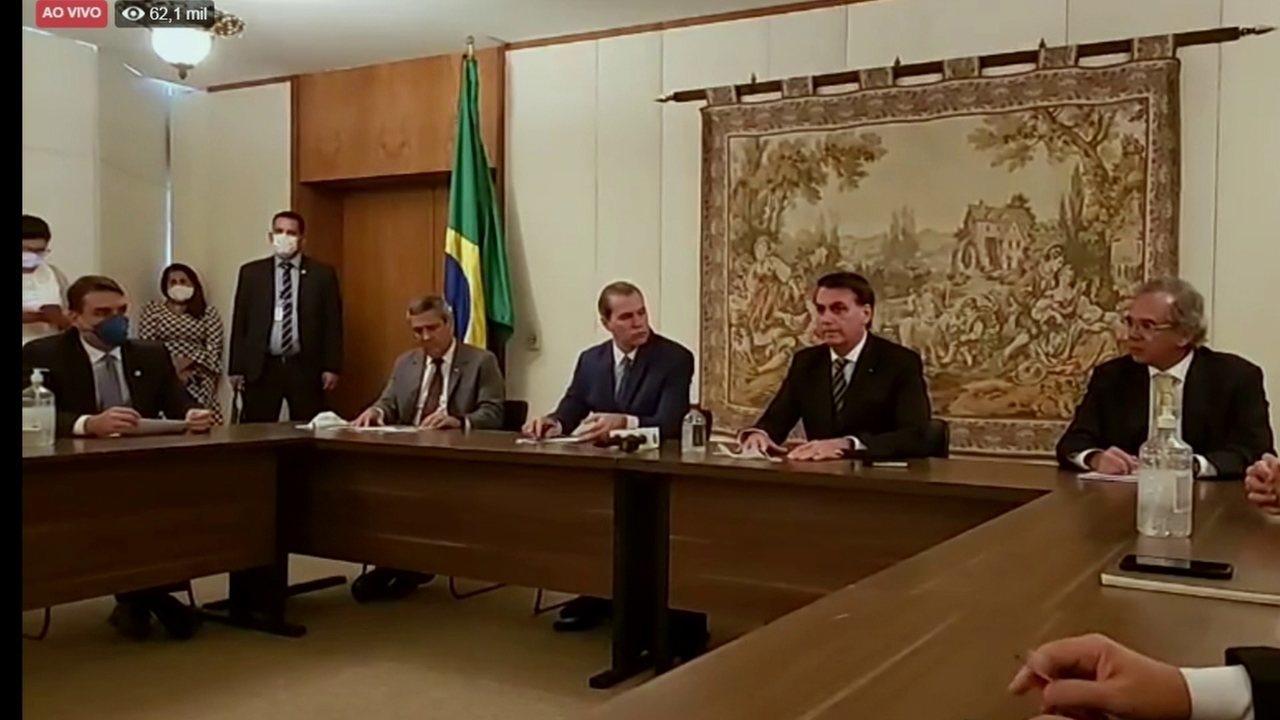 Bolsonaro diz que alguns estados foram longe nas medidas restritivas