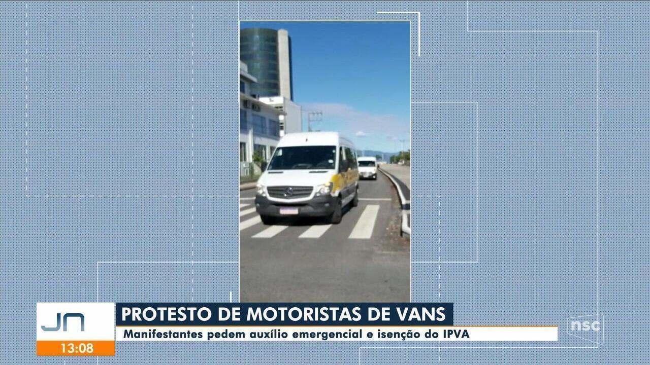 Motoristas de vans escolares protestam e pedem auxílio emergencial e isenção do IPVA
