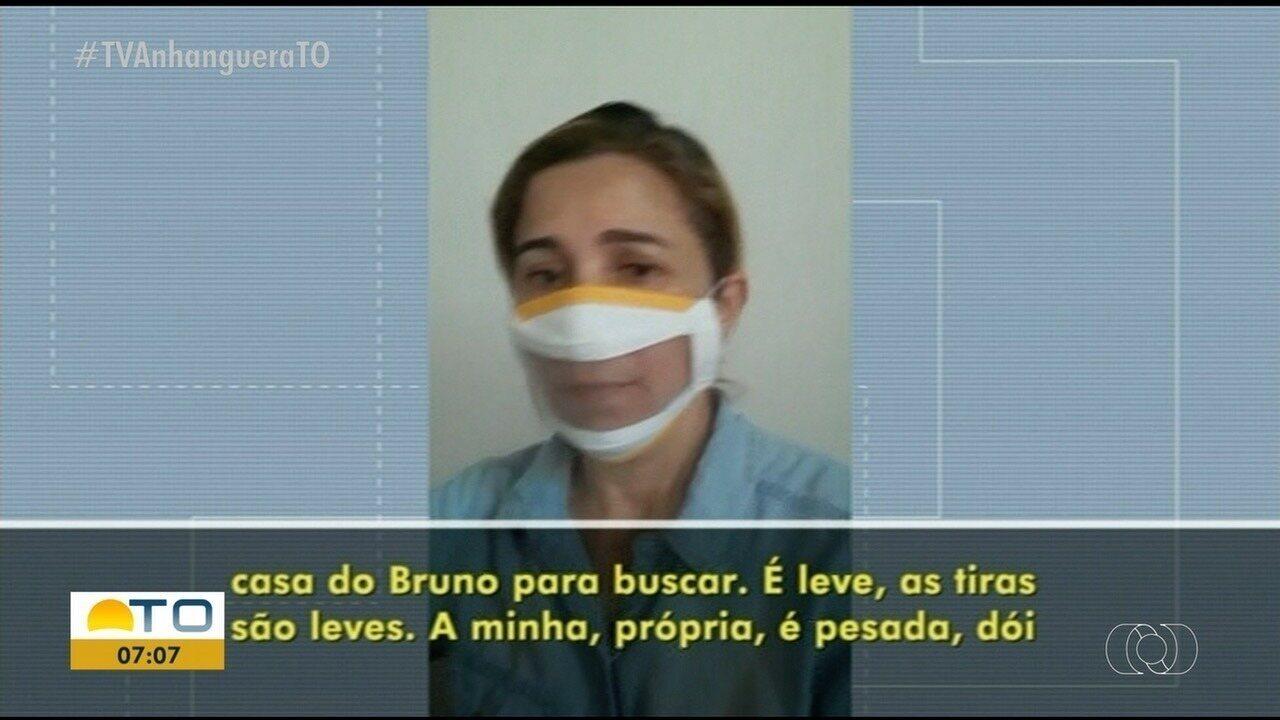 Professora desenvolve máscara com visor para deficientes auditivos