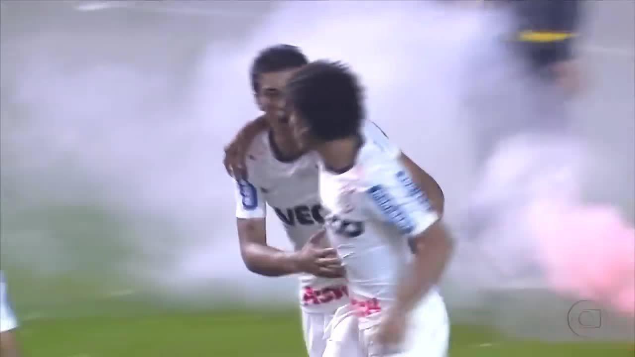 Relembre o gol mais famoso de Romarinho pelo Corinthians