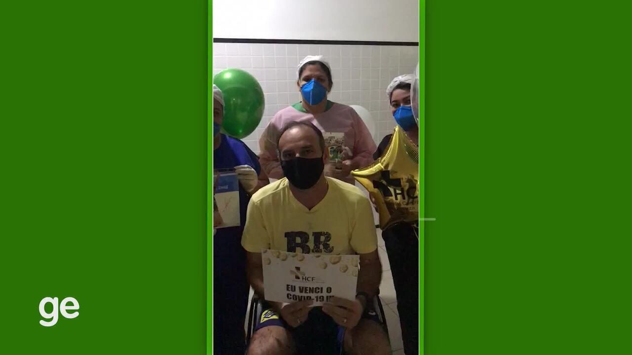 Curado da Covid-19, Márcio Araújo recebe alta e agradece ao hospital
