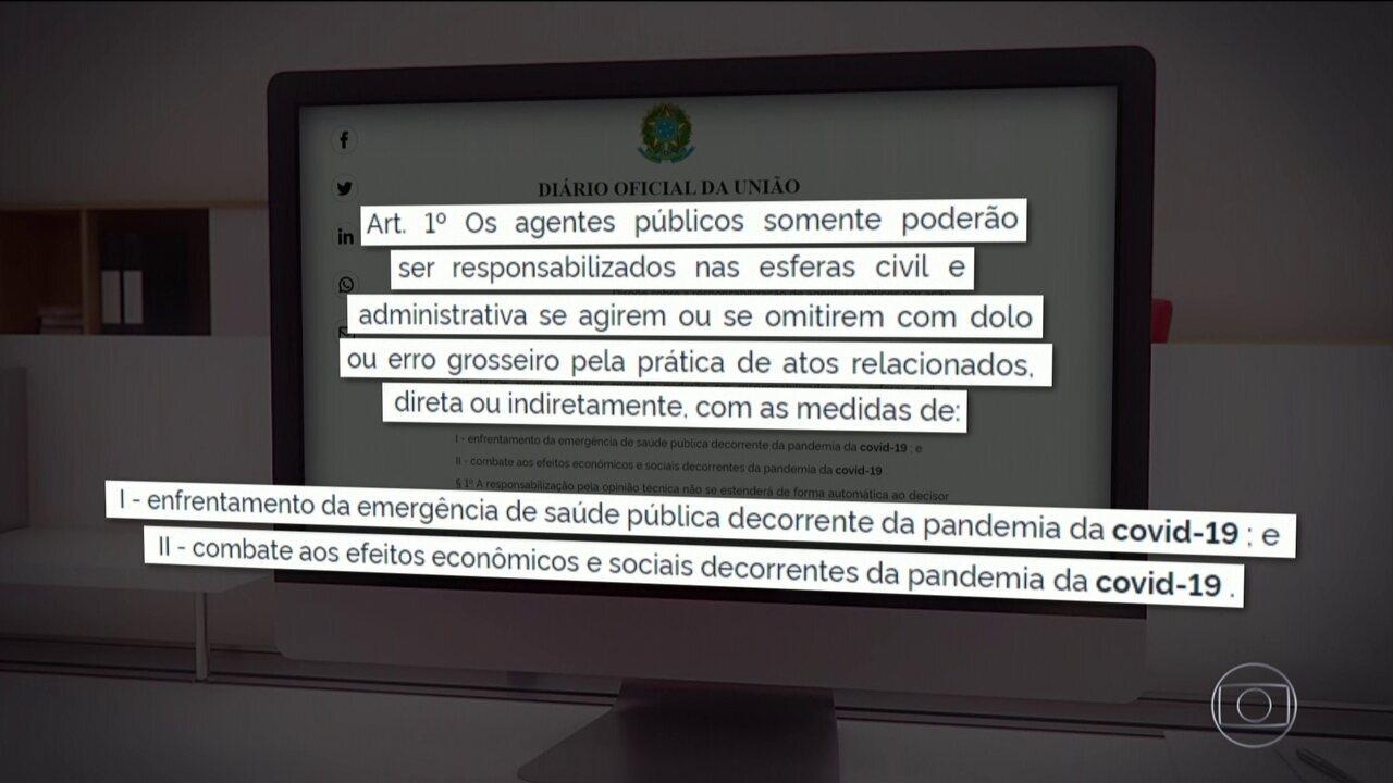 Bolsonaro publica MP que limita punição a agentes públicos no combate à Covid-19