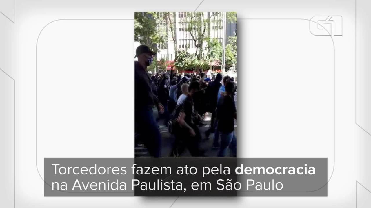 Torcedores fazem ato pela democracia em São Paulo