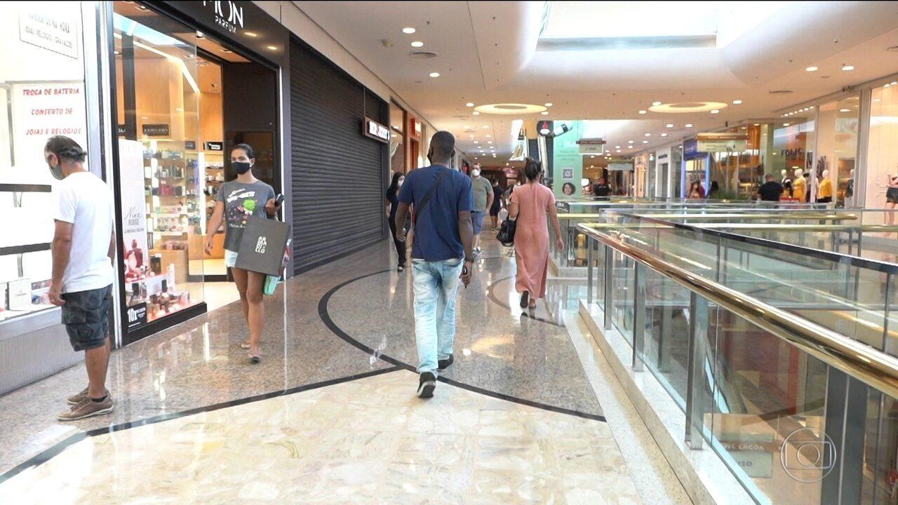 Shoppings do Rio voltam a funcionar e começam a receber público