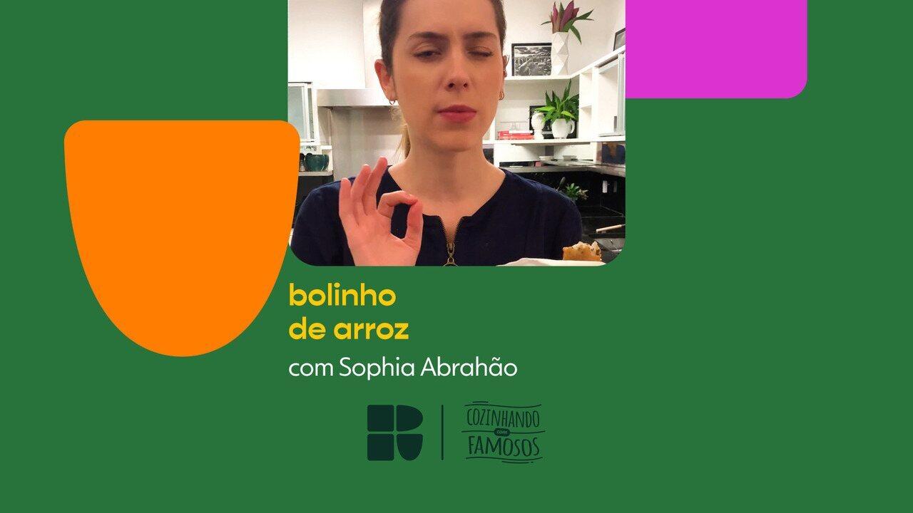 Sophia Abrahão ensina a fazer bolinho de arroz