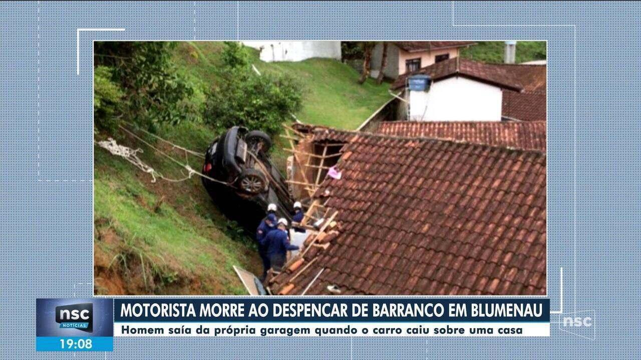 Homem morre em Blumenau após carro despencar de barranco e cair sobre casa