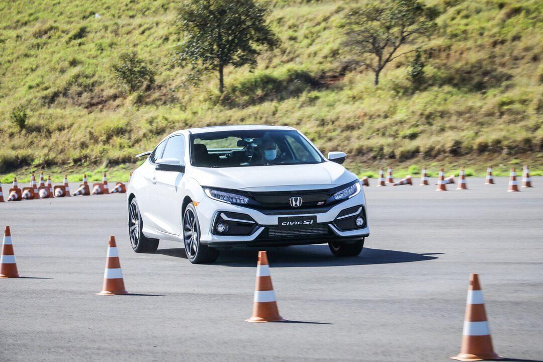 Honda Civic Si muda pouco e continua sendo esportivo para quem gosta de dirigir