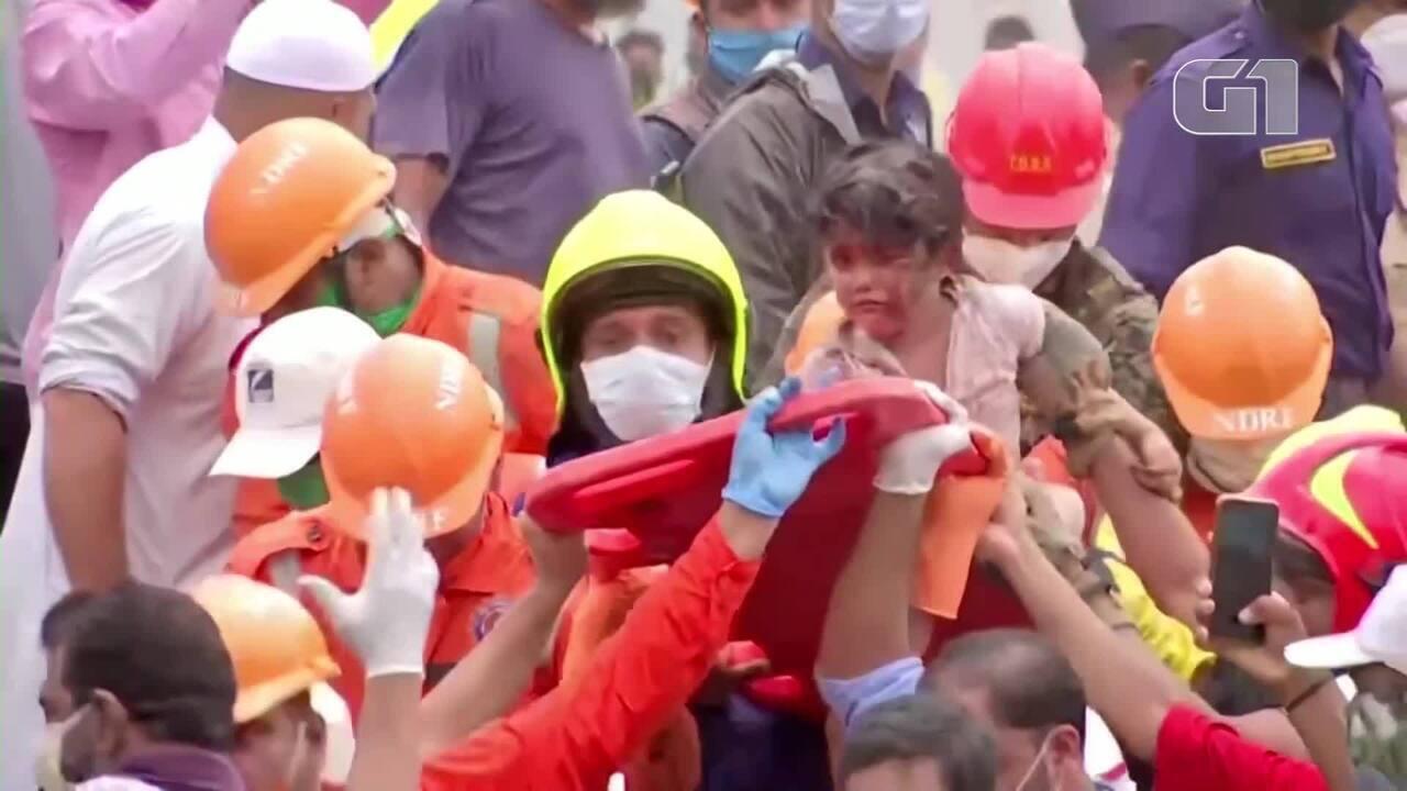 Criança é retirada com vida de escombros cerca de 20 horas após colapso de prédio na Índia