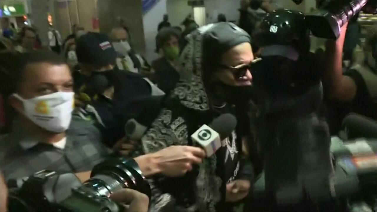 Ronaldinho Gaúcho e o irmão chegam ao Rio de Janeiro