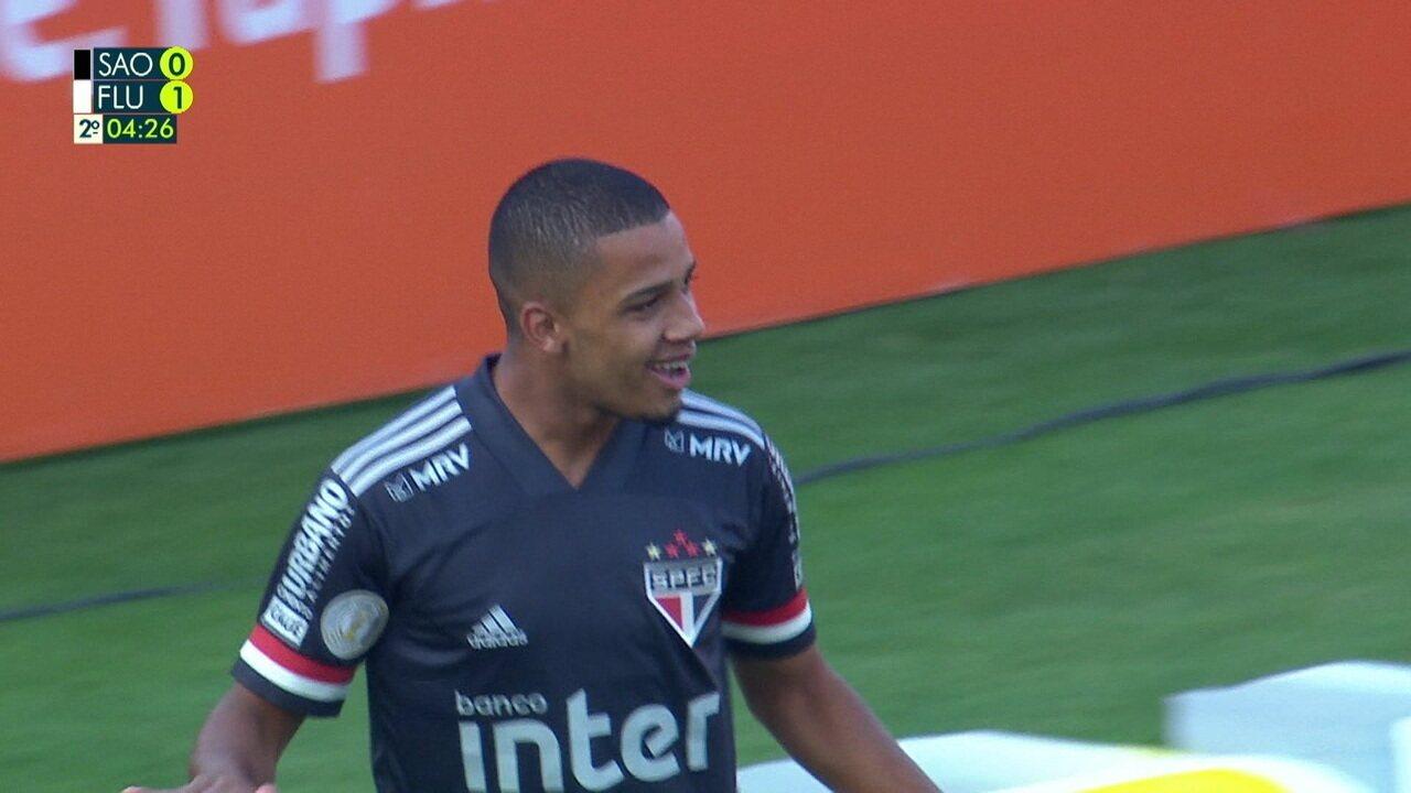 Gol do São Paulo! Igor Gomes cobra escanteio, Léo desvia, e Brenner completa, aos 4 do 2º tempo