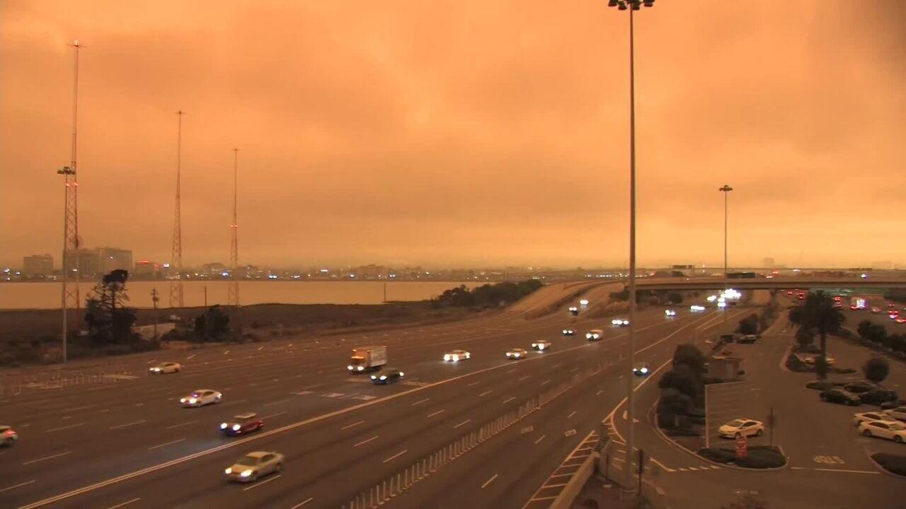 Incêndios deixam céu escuro e laranja em São Francisco, na Califórnia