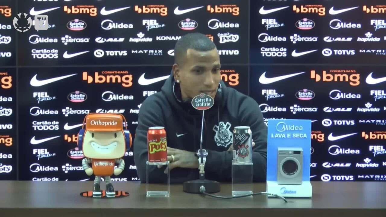 Otero fala sobre possível chegada de Cazares ao Corinthians