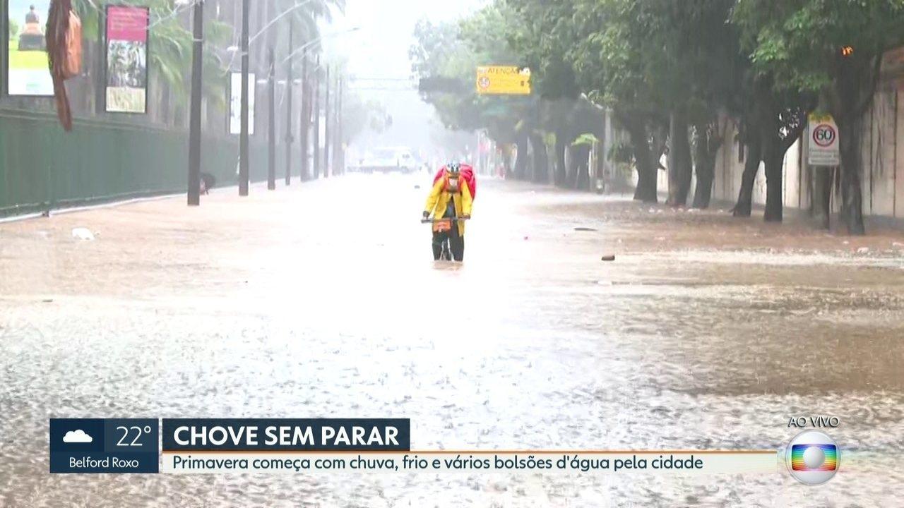 Chuva alaga ruas do Jardim Botânico nesta terça-feira (22)