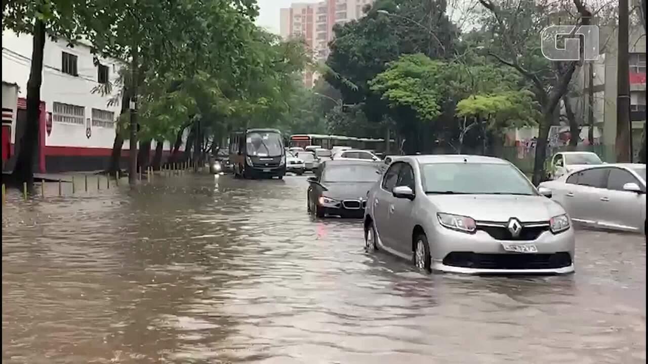 Chuva causa alagamentos na Gávea