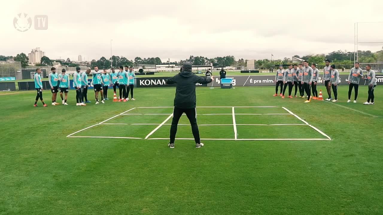 """Com direito a """"jogo da velha humano"""", Corinthians faz treino para jogo contra o Sport"""