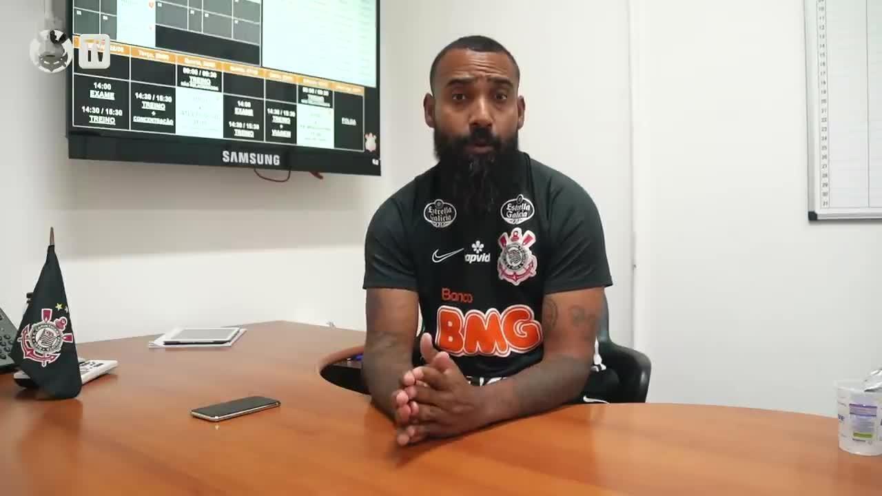 Técnico do Corinthians, Dyego Coelho responde perguntas de torcedores