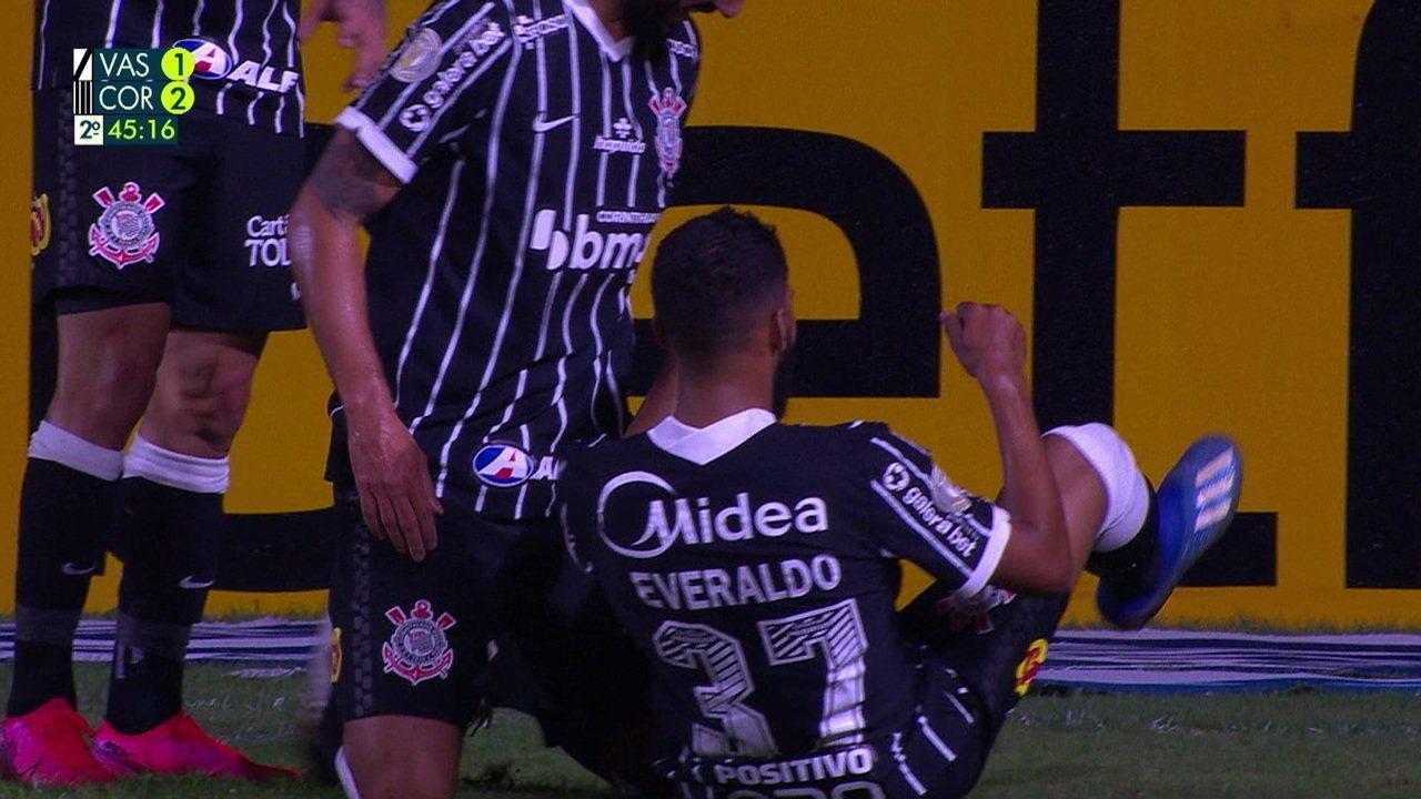 Everaldo teve momentos de brilho no Brasileirão 2020, como neste gol contra o Vasco
