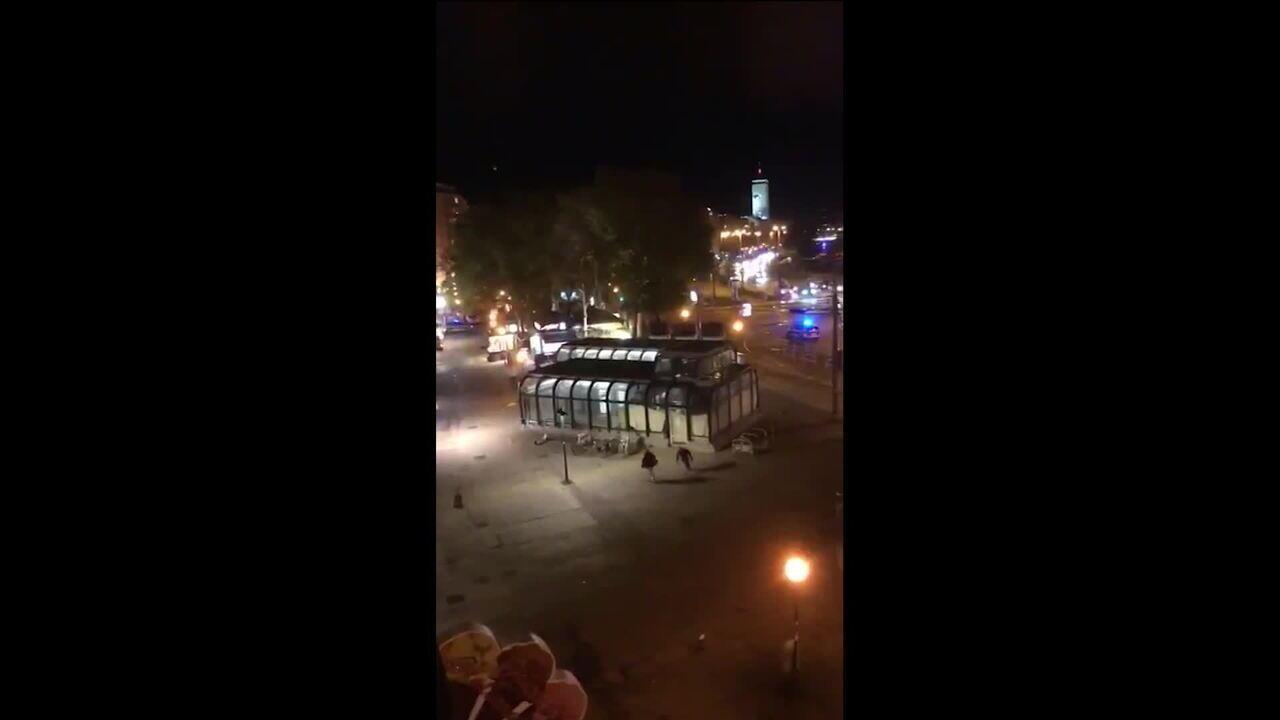 Vídeo mostra intensa troca de tiros em Viena