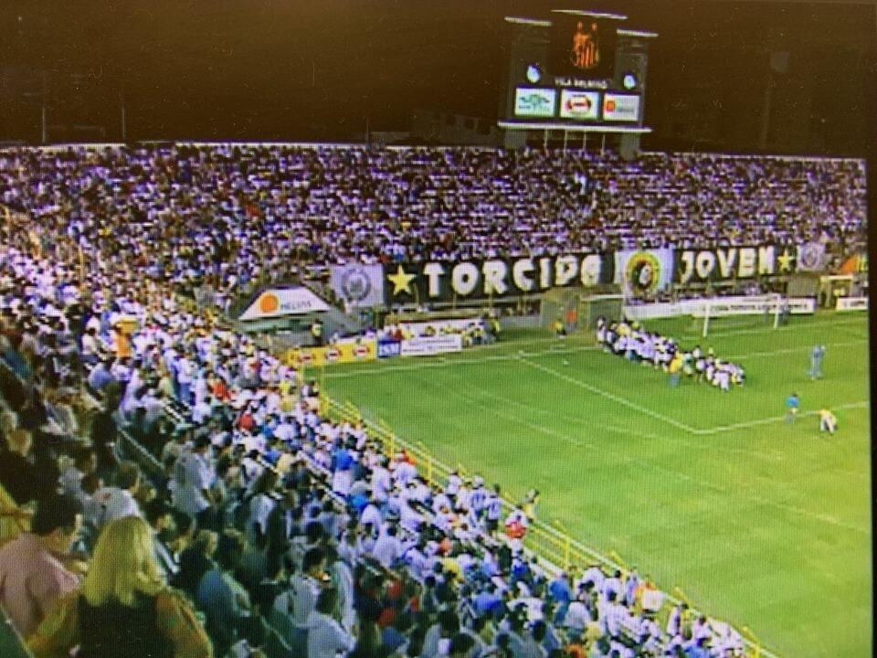 Relembre os melhores da partida entre Santos e LDU em 2004