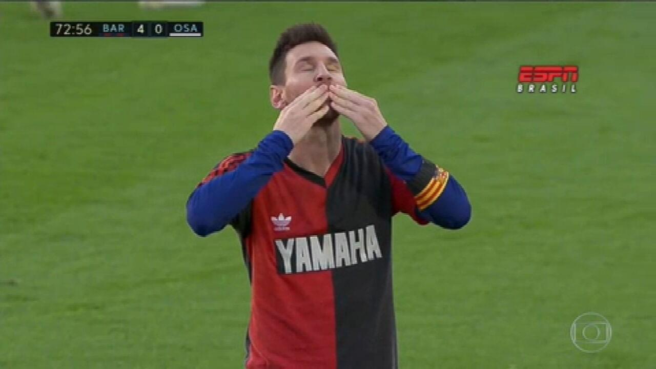 Em homenagem, Messi veste camisa dez que Maradona usou no Newells Old Boys