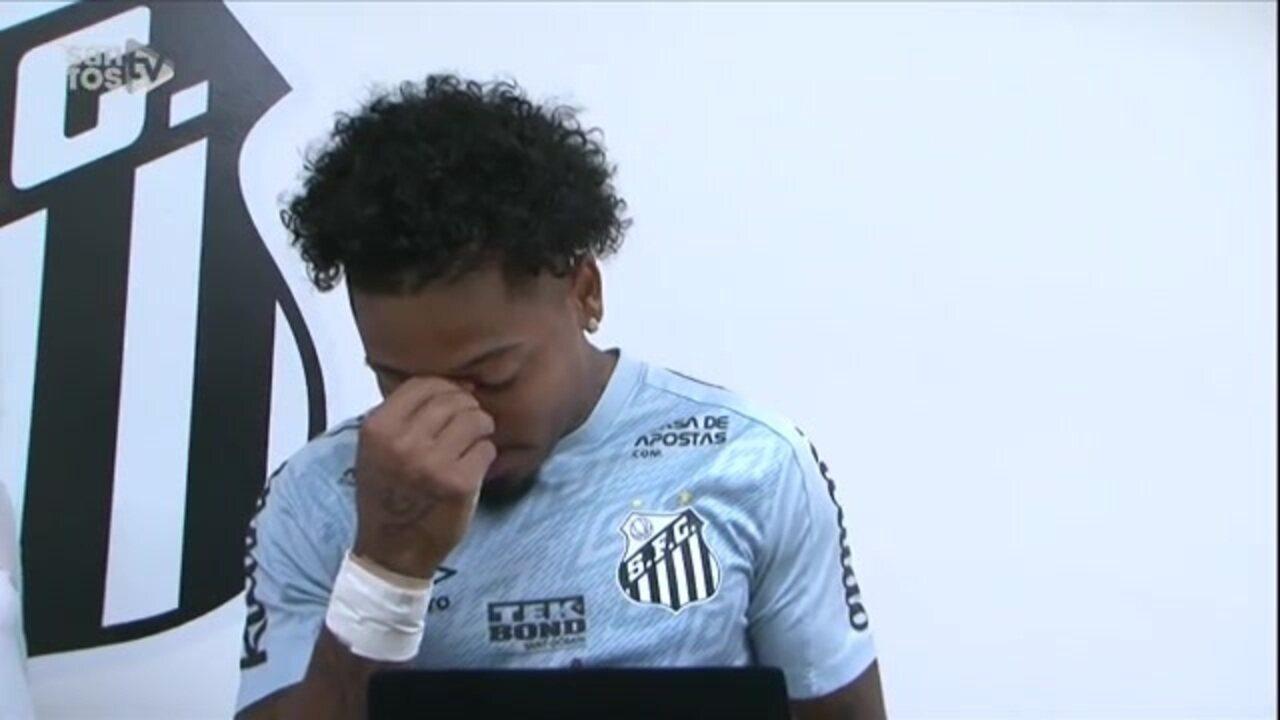 Relembre: Marinho se emociona ao receber homenagem do Santos