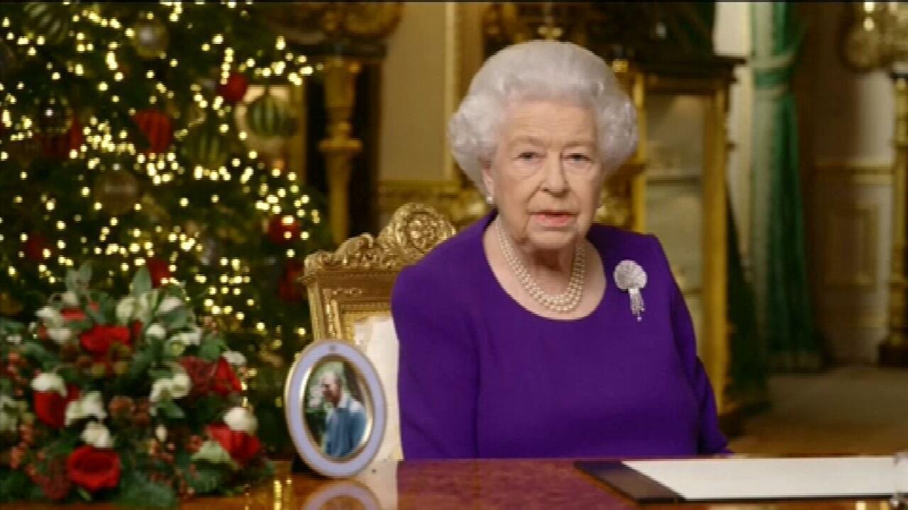 Η βασίλισσα Ελισάβετ Β ανακοινώνει παραδοσιακά τα Χριστούγεννα