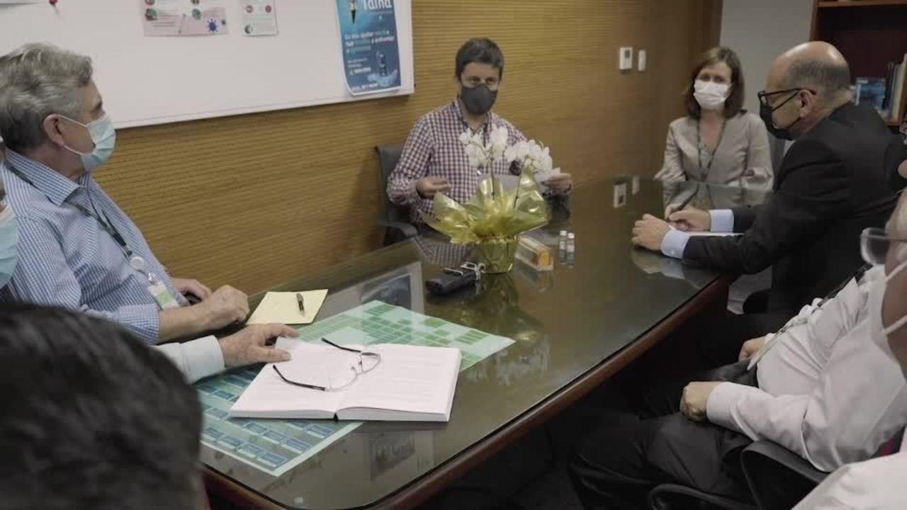 Diretores do Instituto Butantan comemoram resultado de eficácia da Coronavac em SP
