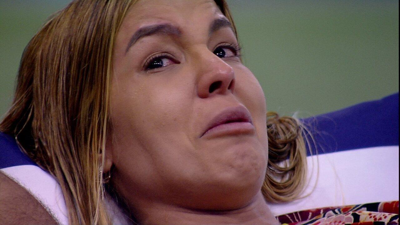 Kerline chora e desabafa com Gilberto: 'Lucas falou que ia votar em mim'
