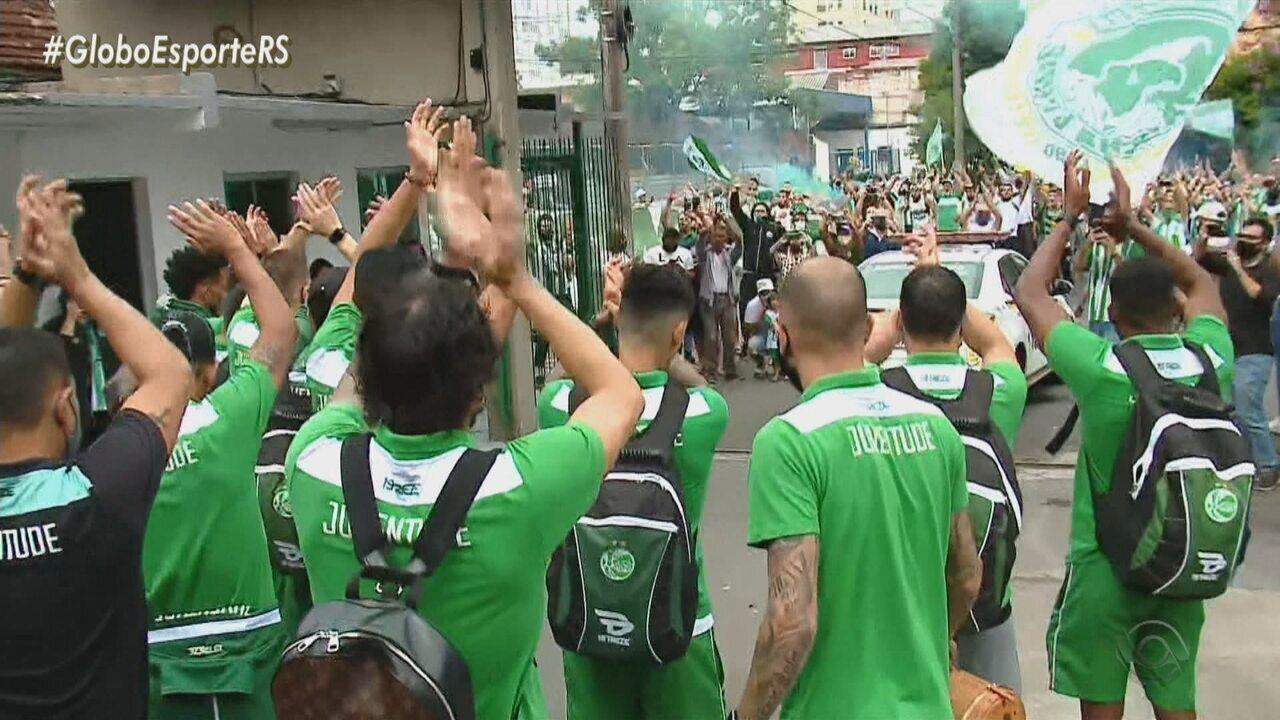 "Torcida cria ""Aeropapo"" e faz carreata para embarque do Juventude a Campinas"