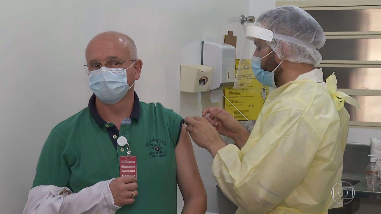 Prefeitura de São Paulo decide usar todas as vacinas disponíveis para aplicar primeira dose nos profissionais de saúde