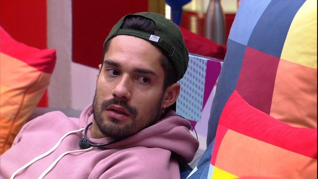 Na sala do BBB21, Arcrebiano fala de sister com Gilberto: 'Vendo situações  que não existem' | casa BBB | Gshow
