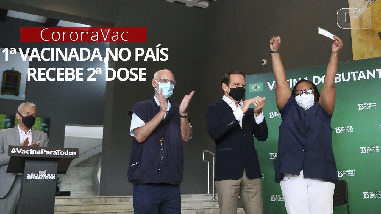 VÍDEO: Primeira a receber imunizante no Brasil, Mônica Calazans toma 2ª dose da CoronaVac