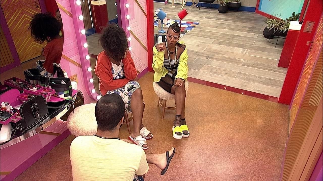 Lumena questiona Gilberto no BBB21: 'Por que eu e Karol e não os meninos?'