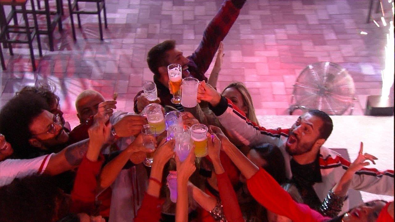 Brothers brindam durante Festa Amsterdam no BBB21