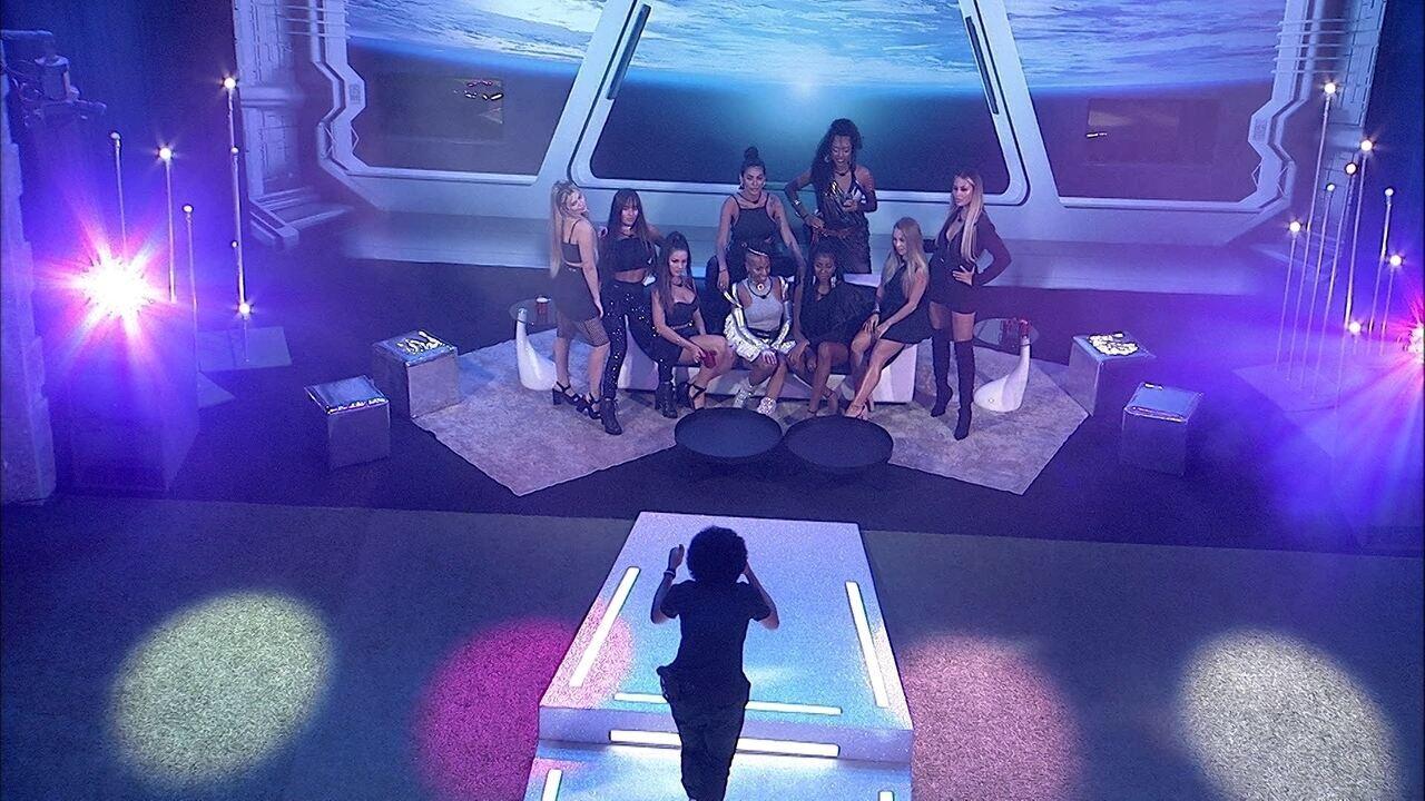 João Luiz faz foto de sisters do BBB21 e Camilla de Lucas elogia: 'Está linda'