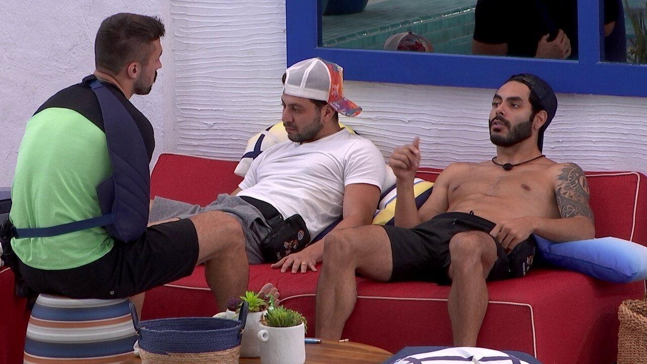 Em conversa com Arthur e Caio, Rodolffo comenta sobre sister: 'Ela é muito agressiva'