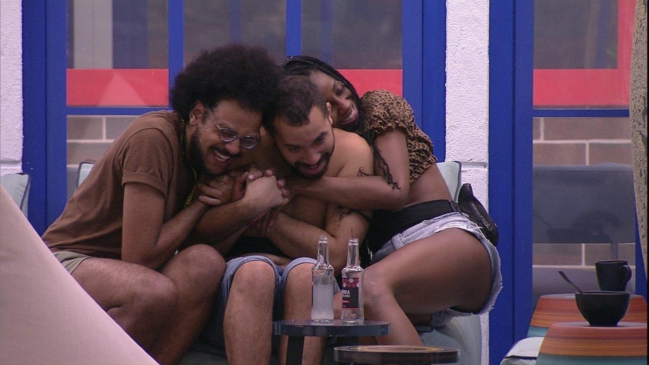 Gilberto comenta amizade com Sarah e Juliette no BBB21