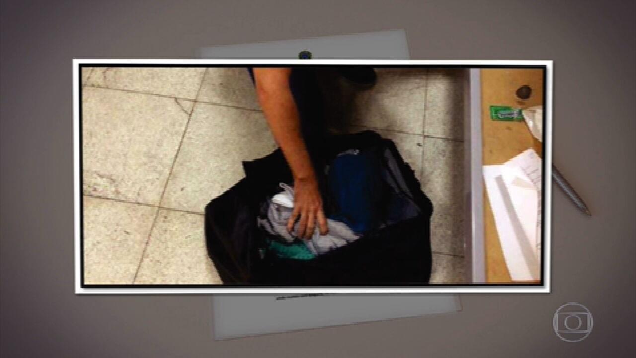 Imagens registraram assessores entregando celulares a Daniel Silveira quando ele já estava detido