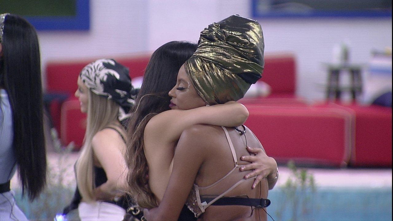 Juliette abraça Lumena antes da noite de Eliminação do BBB21: 'A gente vai se encontrar'