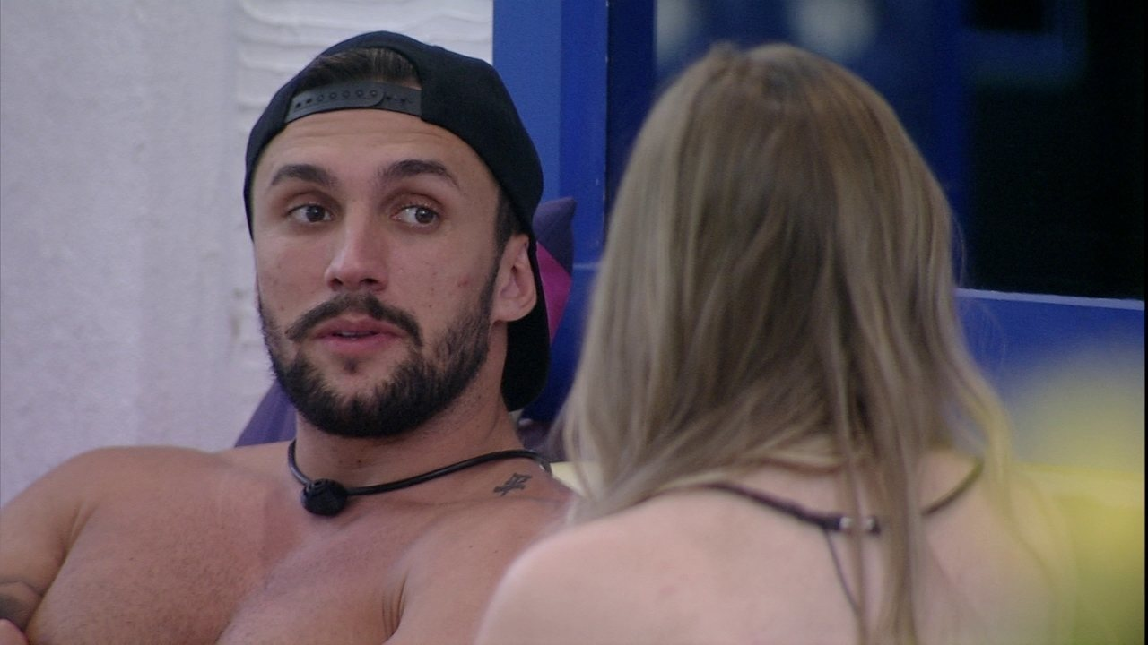 Arthur desabafa para Carla Diaz no BBB21: 'É estranho gostar de alguém'
