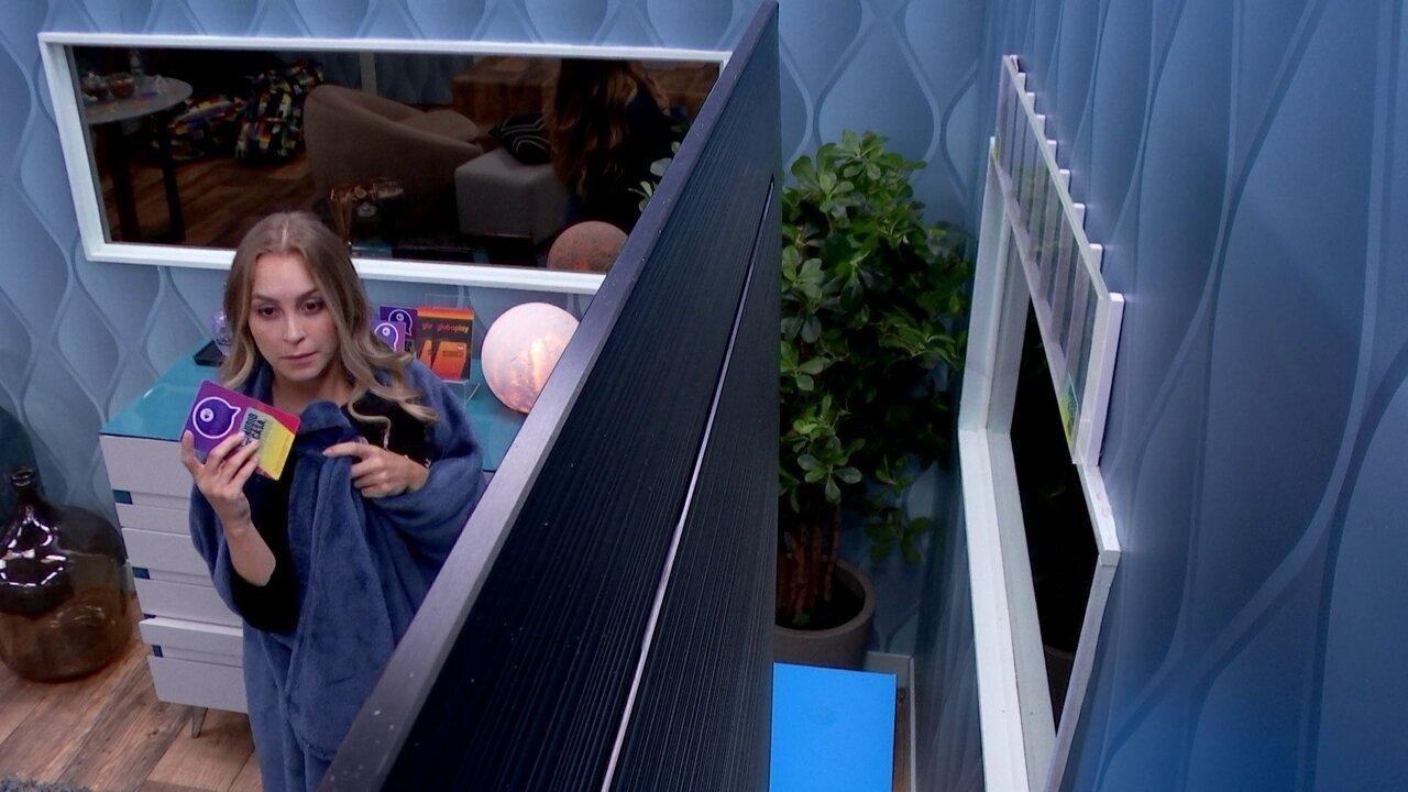 Quarto Secreto BBB21: Carla Diaz usa o segundo card para continuar ouvindo a casa