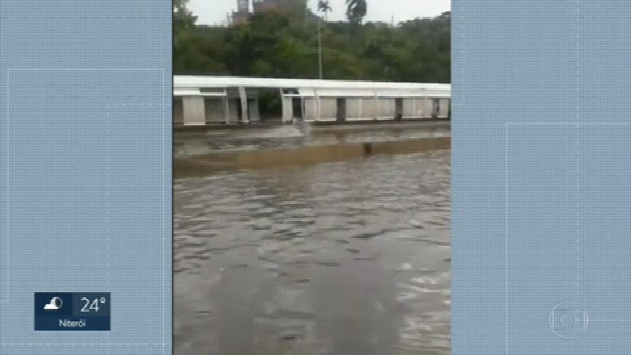 Chuva forte alagou bairros do Rio e da Baixada Fluminense