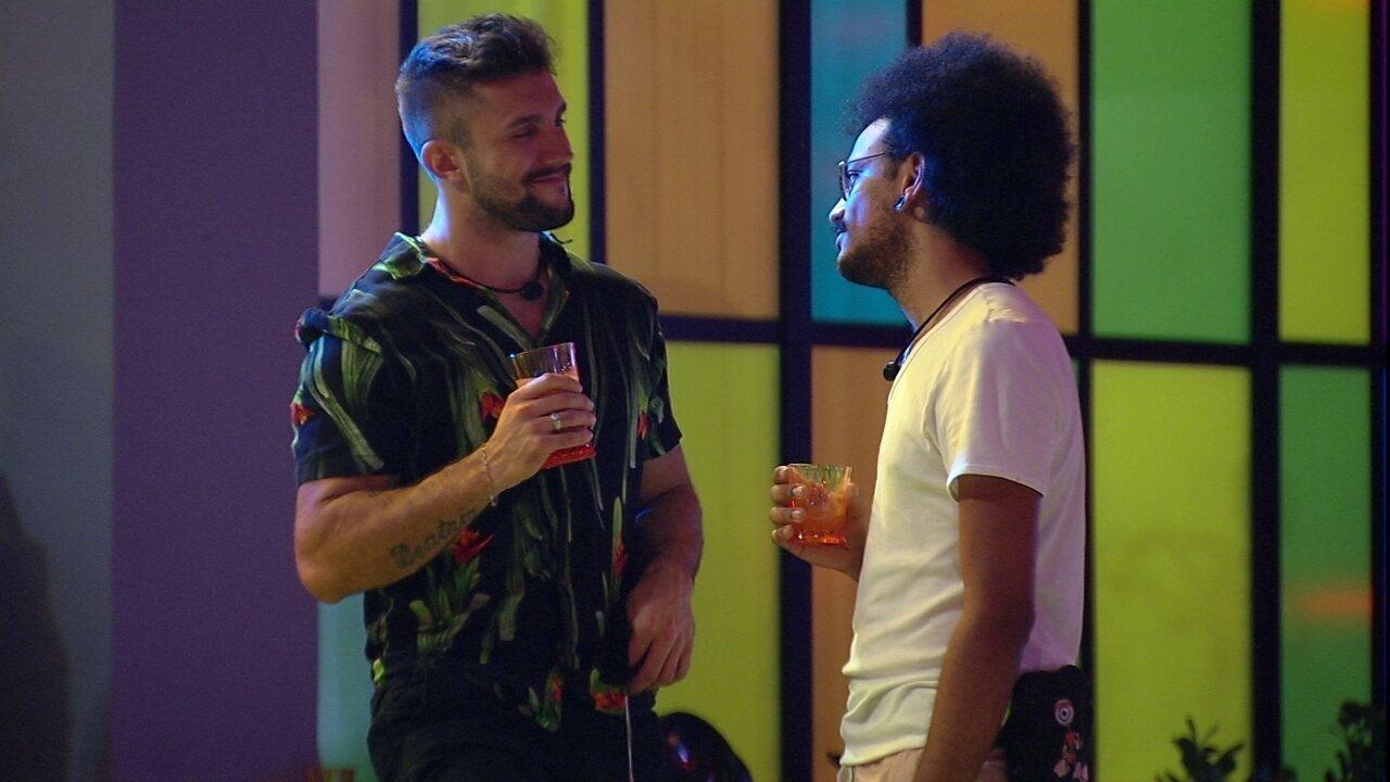 Arthur desabafa com João Luiz: 'Aqui você acorda com o problema'